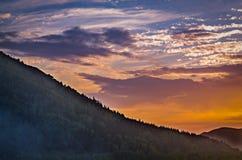 Coucher du soleil pittoresque en montagnes d'Altai, Ridder, Kazakhstan Images stock