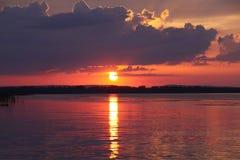 Coucher du soleil pittoresque fantastique photos libres de droits