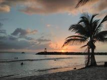 Coucher du soleil Playa Rompeolas Aquadillia Porto Rico photos stock