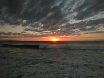 Coucher du soleil Playa Rompeolas Aquadillia Porto Rico Images libres de droits