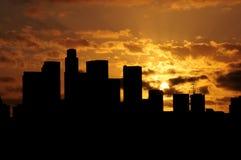 Coucher du soleil plus d'au centre ville Photographie stock libre de droits