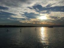 Coucher du soleil policier à travers lac, lac, Italie photo libre de droits