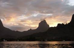 Coucher du soleil polynésien images stock