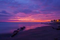 Coucher du soleil pourpre chez Playas, Equateur Photographie stock