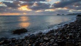 Coucher du soleil près de la petite île 2 Photographie stock libre de droits