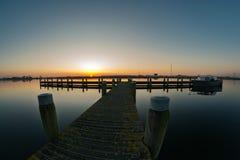 Coucher du soleil près de la rivière Rotte, Hollande photos libres de droits