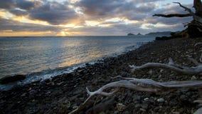 Coucher du soleil près de petite île Photo libre de droits