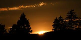 Coucher du soleil près de petite ville Okrisky Photo stock