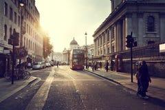 coucher du soleil près de place de Trafalgar, Londres image libre de droits
