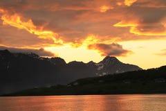 Coucher du soleil, qui ressemble au feu dans le ciel Photo libre de droits