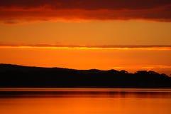Coucher du soleil réfléchi sur l'eau 3 Photos libres de droits