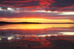 Coucher du soleil réfléchi sur l'eau 2 Image stock