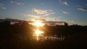 Coucher du soleil reflété dans un étang Photos libres de droits