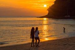 coucher du soleil renversant à l'île de Kala Plage de Layan Image stock
