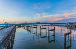 coucher du soleil renversant à l'île de Kala Plage de Layan Photographie stock
