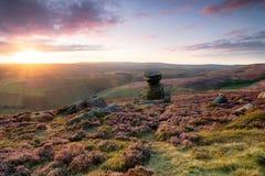 Coucher du soleil renversant au-dessus du bord de Derwent photographie stock
