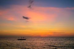 Coucher du soleil renversant au-dessus de San Remigio, Cebu, Philippines photos stock