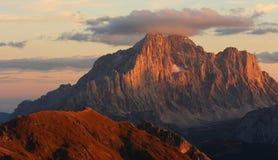 Coucher du soleil romantique de montagne Photo libre de droits