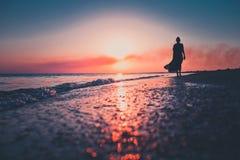 Coucher du soleil romantique en mer Photographie stock libre de droits