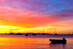 Coucher du soleil romantique sur l'océan Photo stock