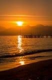 Coucher du soleil rouge à Antalya. Photo libre de droits