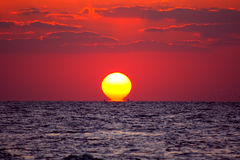 Coucher du soleil rouge  Photographie stock libre de droits