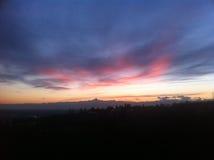 Coucher du soleil rouge avec l'horizon de Monviso Photos libres de droits