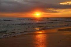 Coucher du soleil rouge dans l'Océan Indien Photographie stock libre de droits