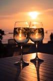Coucher du soleil rouge dans la barre de plage Image stock