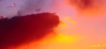 Coucher du soleil rouge excessif de ciel Photo libre de droits