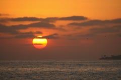 Coucher du soleil rouge-foncé Image libre de droits