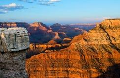 Coucher du soleil rougeoyant de Grand Canyon Images stock