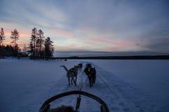 Coucher du soleil Rovaniemi Finlande images stock