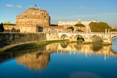 coucher du soleil sant de l'Italie Rome de castel d'Angelo Image libre de droits