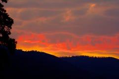 Coucher du soleil sauvage, Montana, au-dessus de Sapphire Mountains Photographie stock
