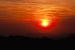 coucher du soleil scénique de montagnes Images libres de droits