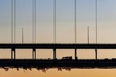 Coucher du soleil Sherman Minton Bridge - la rivière Ohio, à Louisville, le Kentucky et à nouvel Albany, Indiana Photo stock