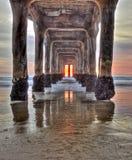 Coucher du soleil sous le pilier Images stock