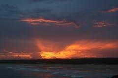 Coucher du soleil spectaculaire de la côte dans l'Australie du Norther NSW Photos stock
