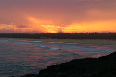 Coucher du soleil spectaculaire de la côte dans l'Australie du Norther NSW Images stock