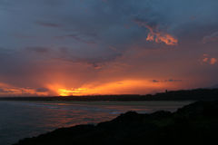 Coucher du soleil spectaculaire de la côte dans l'Australie du Norther NSW Photographie stock