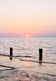 Coucher du soleil spectaculaire de mer photo libre de droits