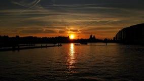 Coucher du soleil stupéfiant à Amsterdam, Pays-Bas image stock