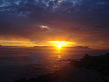 Coucher du soleil sud-africain au-dessus de la mer Photo stock