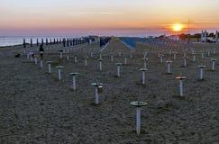 Coucher du soleil superbe sur la plage de Grado, Gorizia, Friuli Venezia Giulia, Italie images libres de droits