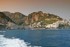 Coucher du soleil sur Amalfi Photographie stock
