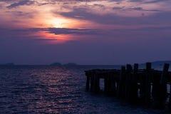 Coucher du soleil sur des bateaux de pêche Images libres de droits