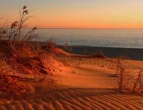 Coucher du soleil sur des dunes Photographie stock libre de droits