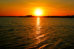 Coucher du soleil sur des flaques Image stock