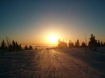 Coucher du soleil sur des montagnes Image stock